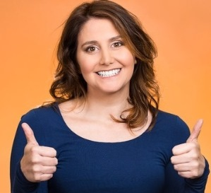 woman with 2 thumbs up